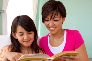 MotherDaughterReadingBible